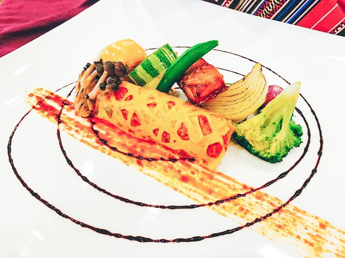 花蓮子弟葉志龍參加馬拉西亞「第3屆世界名廚錦標賽」,其作品「老醬海魚醉黃金」奪得...