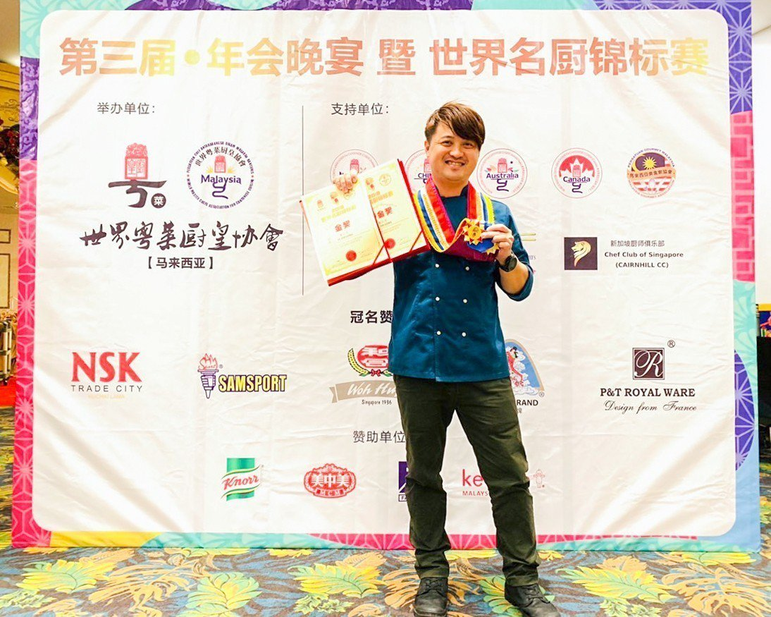 花蓮子弟葉志龍參加馬拉西亞「第3屆世界名廚錦標賽」奪得金牌,於泰國、新加坡、日本...