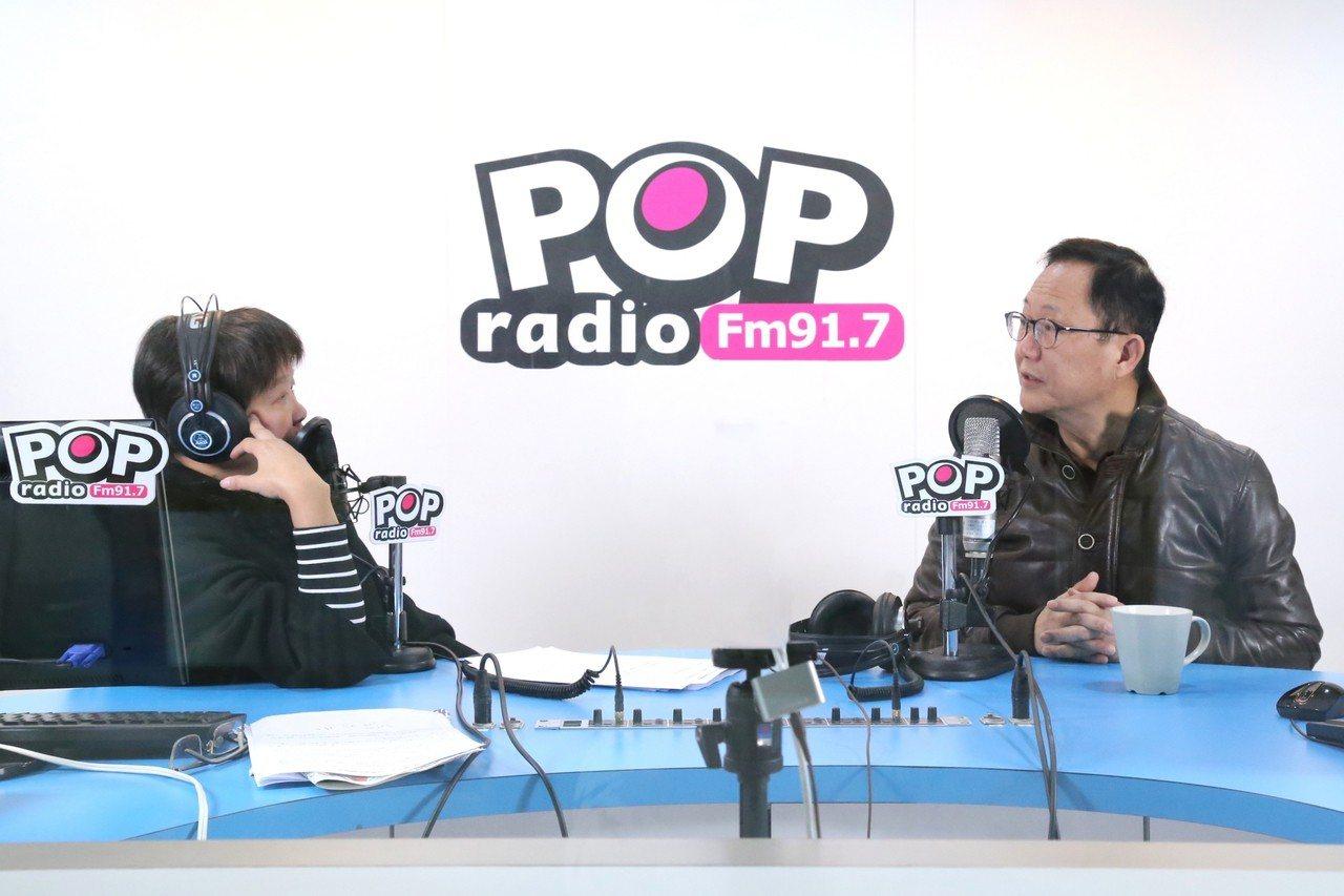 國民黨台北市長候選人丁守中(右)今天接受廣播節目專訪。圖/《POP搶先爆》提供