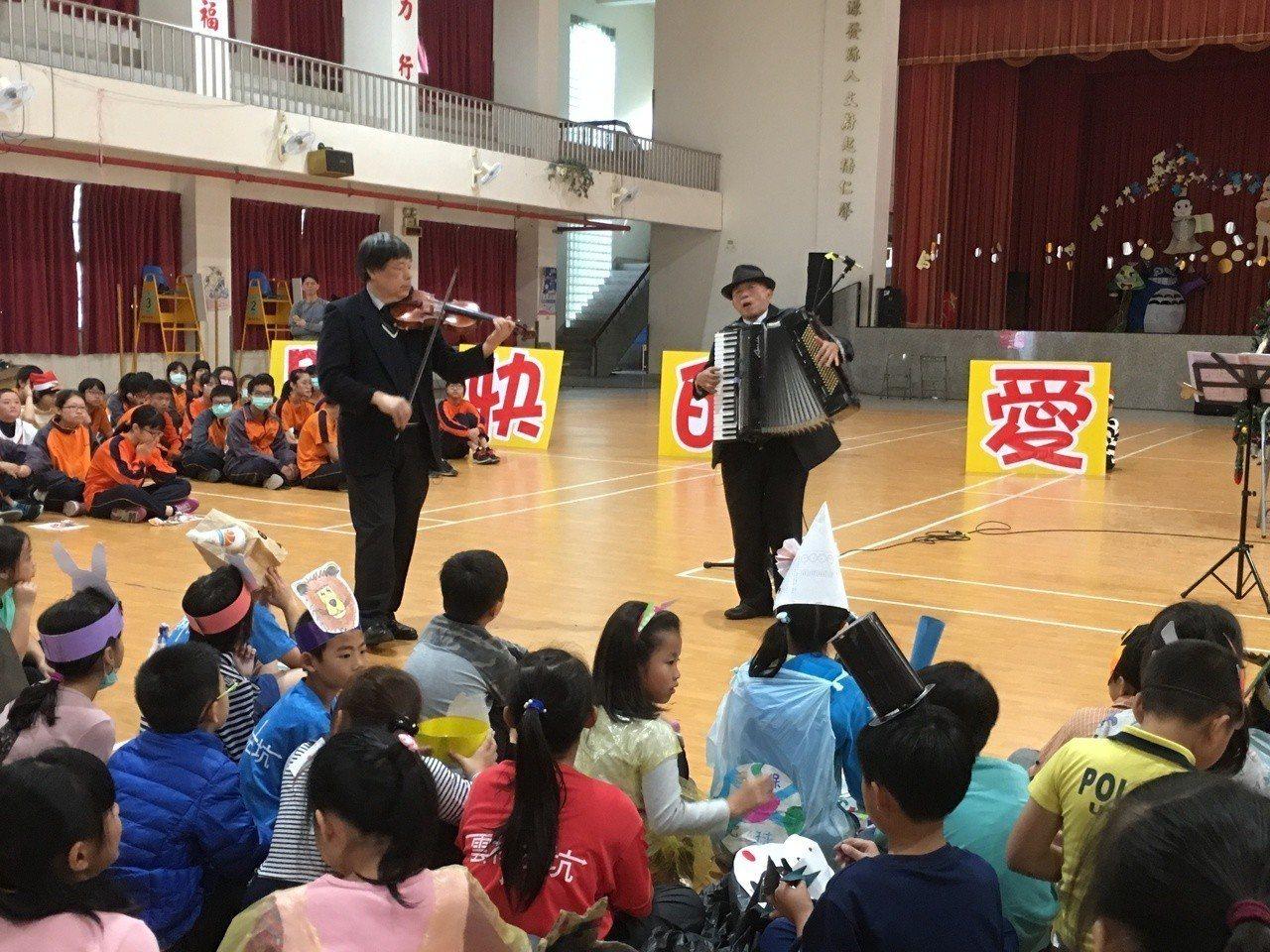 由中部建築業者發起的台灣行動菩薩助學協會,助學足跡遍及中部地區90多所學校,其中...