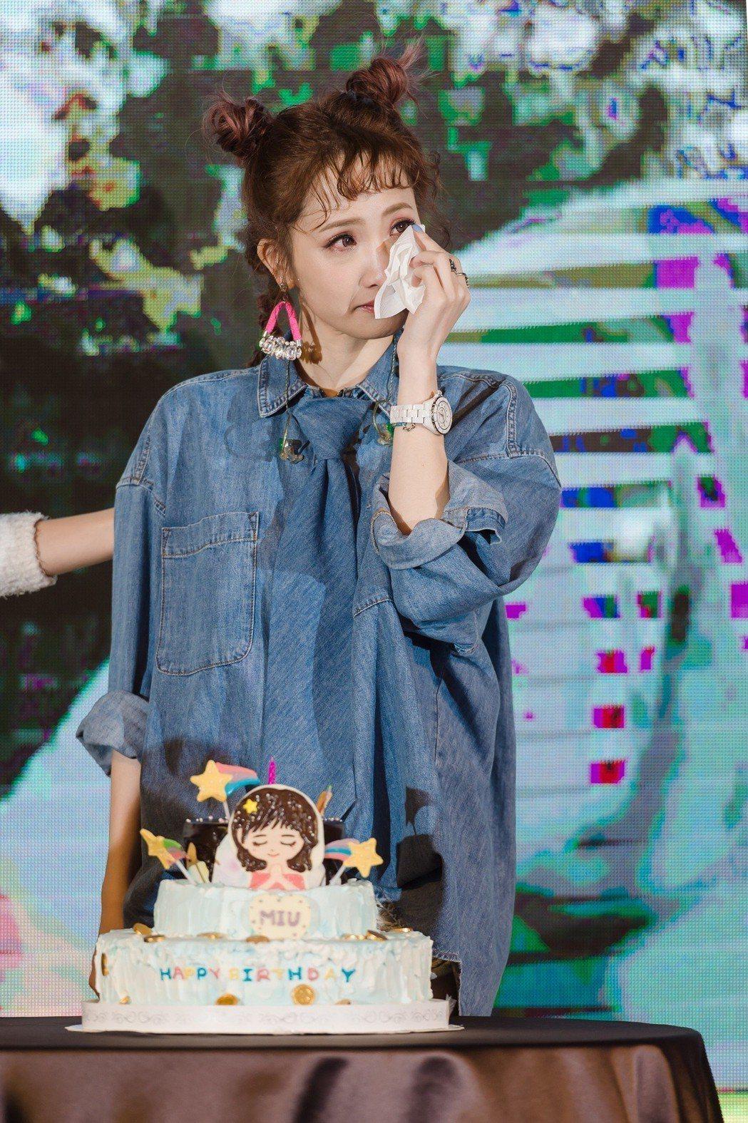 朱俐靜和粉絲一起慶祝36歲生日,忍不住淚灑現場。圖/SJwedding鯊魚婚紗婚