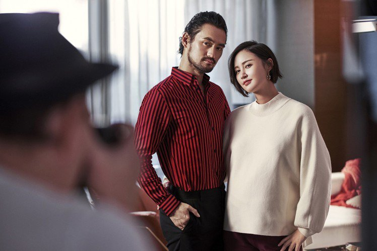 男星袁弘(左)與太太張歆藝將一同代言H&M新春系列。圖/H&M提供