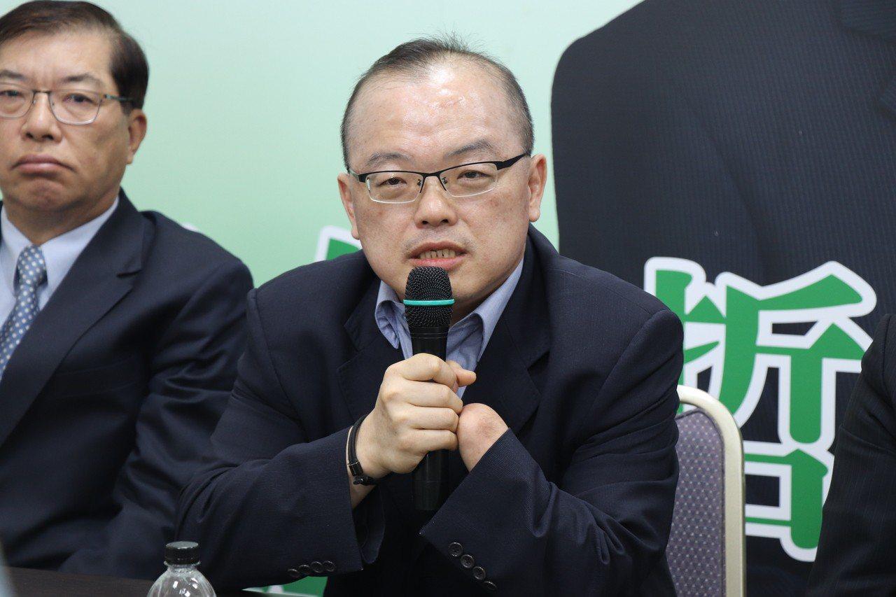 現任成大法律系專任特聘教授許育典將接任台南市副市長。記者鄭維真/攝影