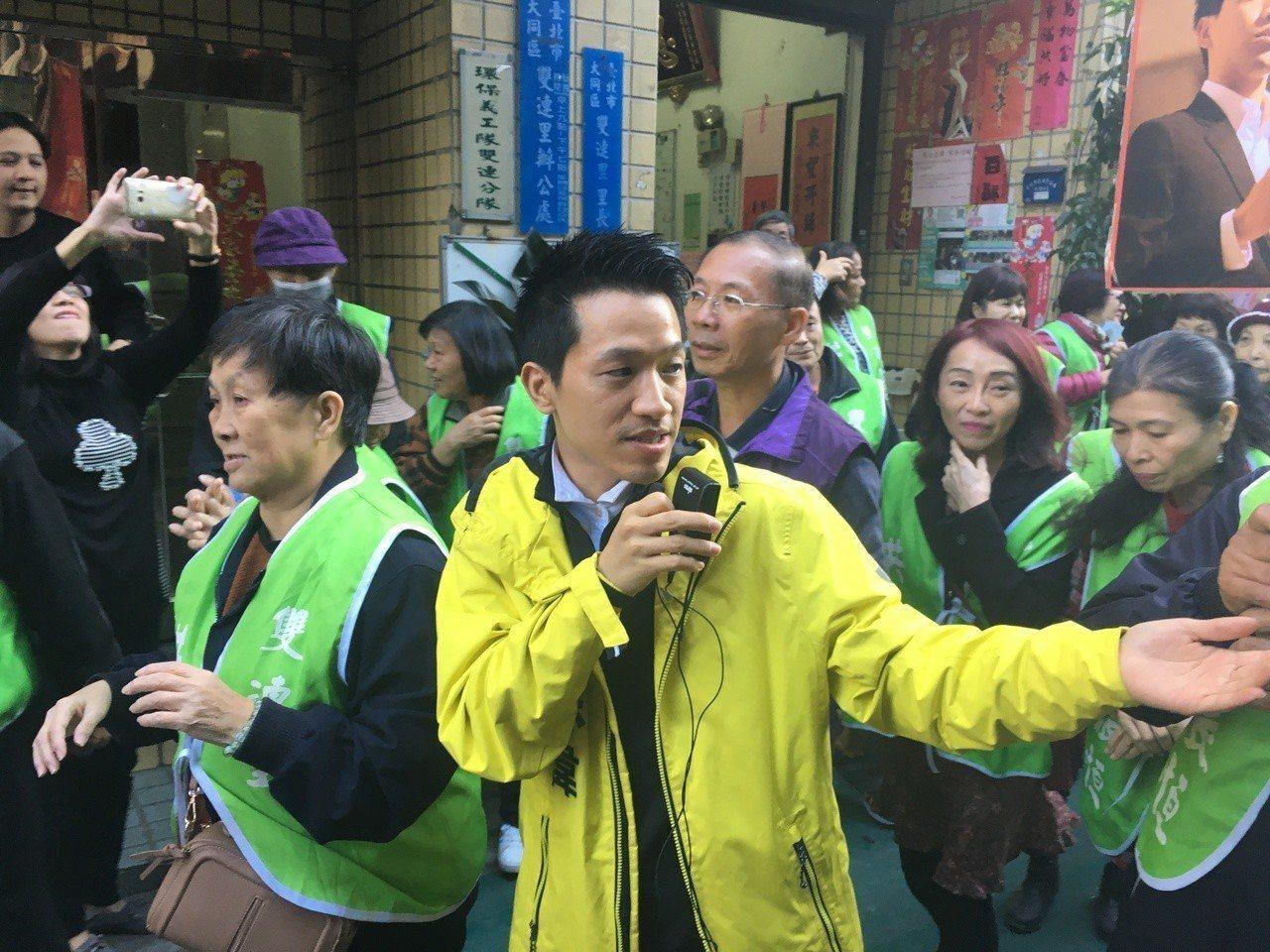 台北市士林大同區立委補選受關注,民進黨參選人何志偉動作頻頻,今天跨出議員任內的大...