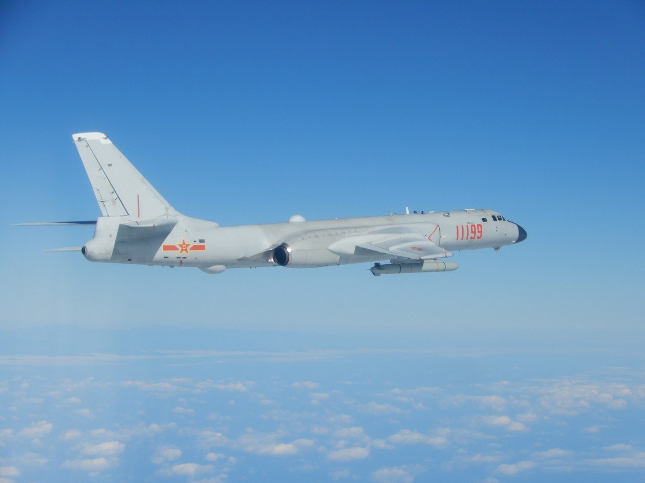 今天飛越巴士海峽的轟6K,屬於中共空軍第八師,駐地在湖南。圖/國防部提供
