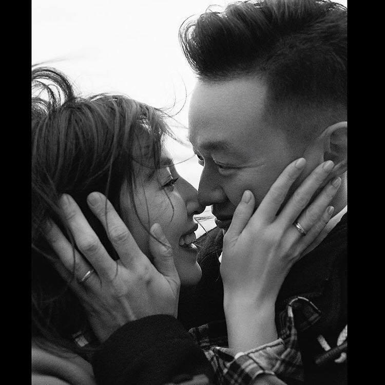 女星楊謹華今日與交往2年多的圈外男友登記結婚,並於IG上po出甜蜜合照公布喜訊。...