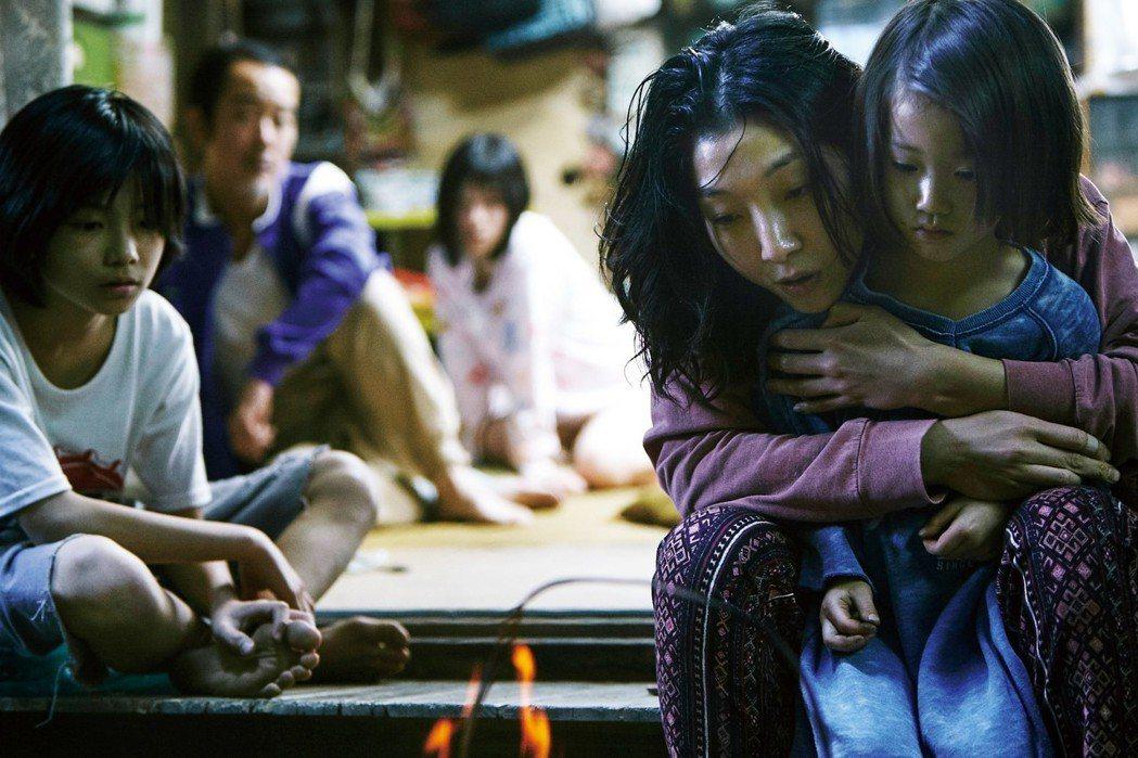 「小偷家族」剖析日本底層階級的家庭生活,有望入圍奧斯卡獎最佳外語片。圖/采昌提供