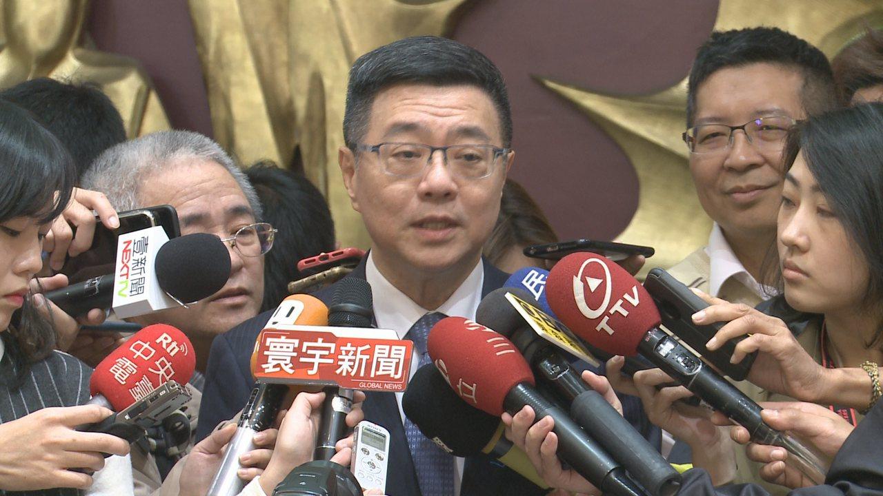 民進黨主席候選人卓榮泰18日拜會新北市議會民進黨黨團,問到被指是「保皇派」,他說...