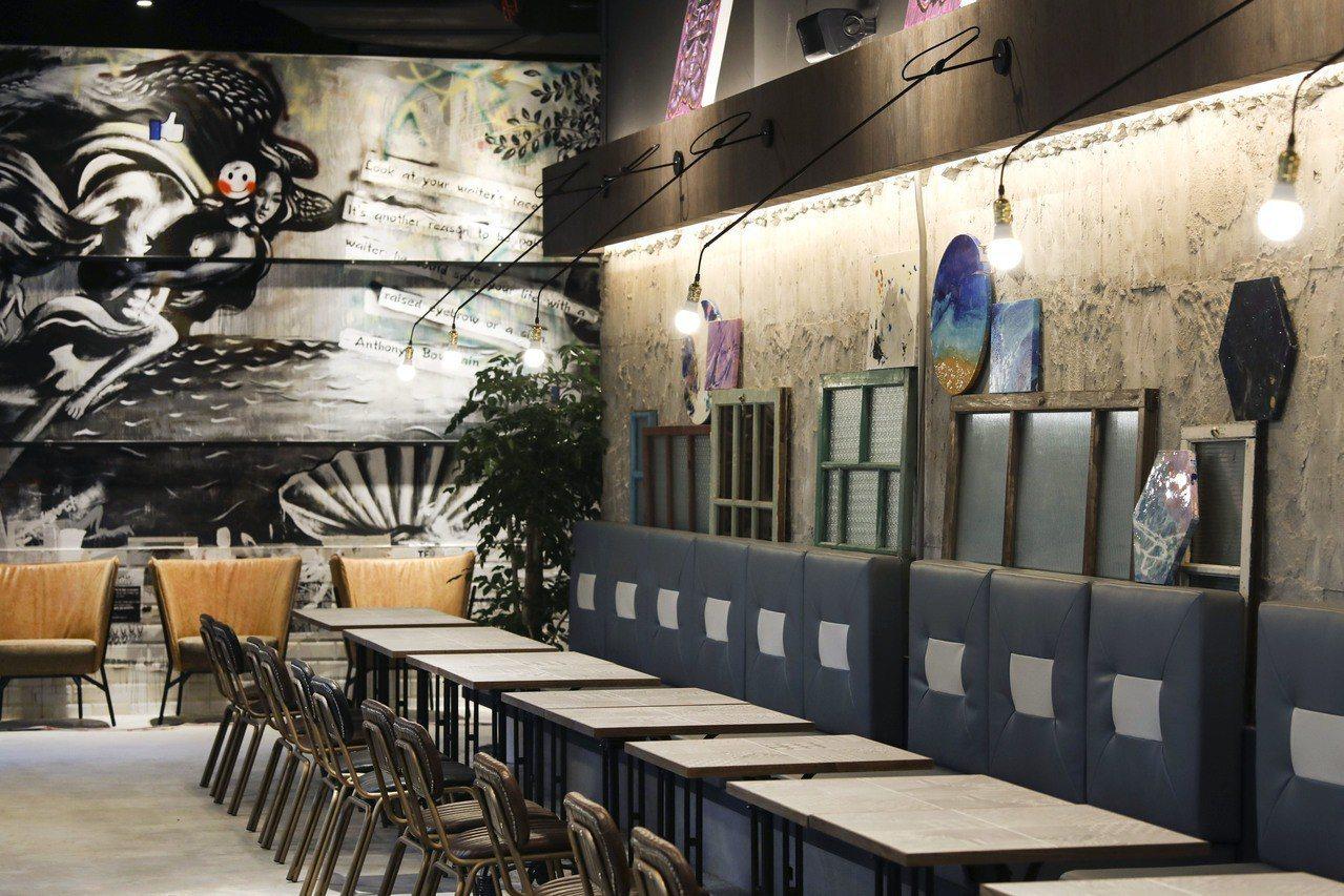 棧酒食吧空間以以台灣懷舊木窗妝點。圖/中保提供