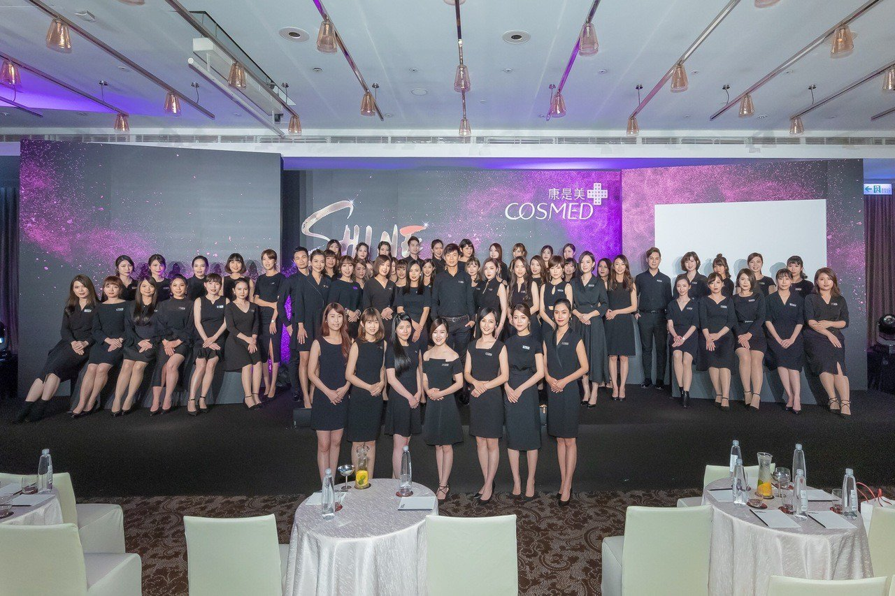 康是美繼打造SHINE天團全台彩妝巡演之後,再度成立第一支彩妝師團隊進駐全台門市...