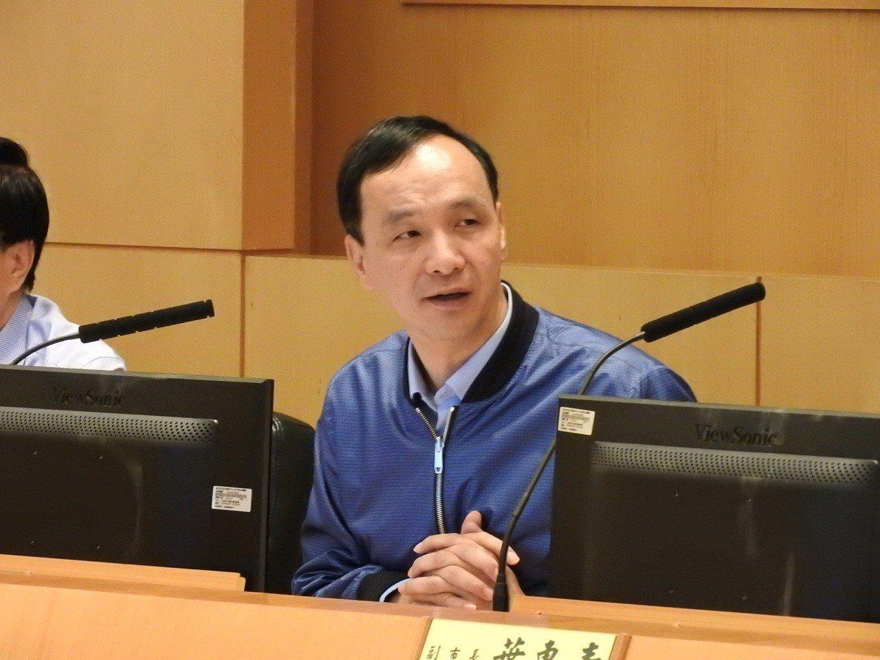 新北市長朱立倫昨天在市政會議上細數過去建設成果時,提到淡海輕軌23日將通車。記者...