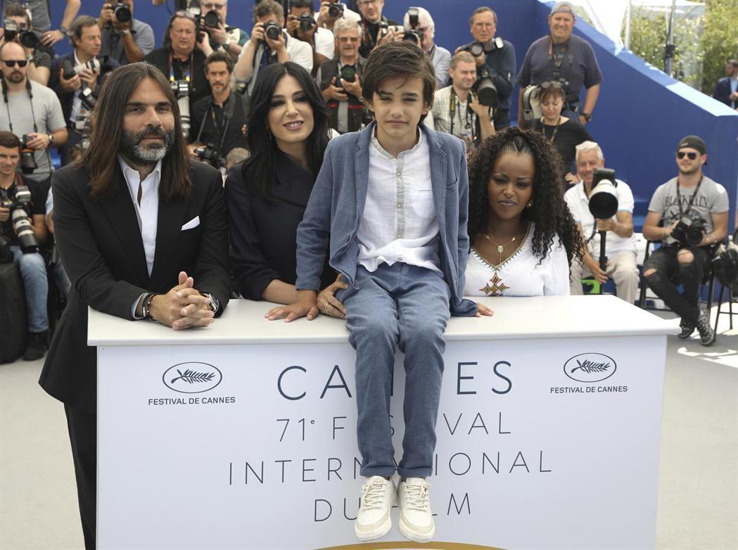 贊恩阿勒費亞隨「我想有個家」出席坎城影展活動,目前他全家已獲幫助移民挪威。圖/海...