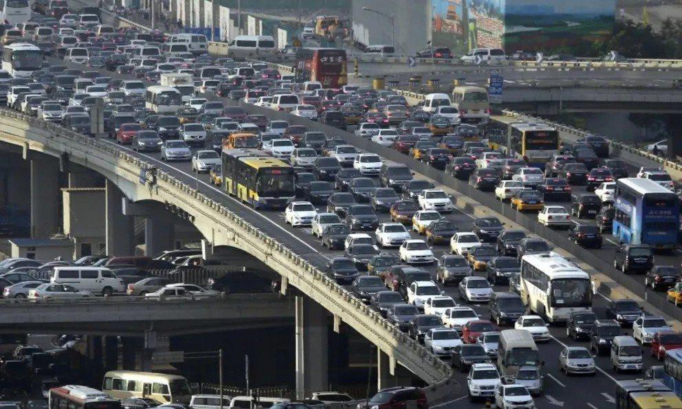 北京市的中央商務區(CBD)國貿一帶,交通非常擁堵。 (景觀中國)