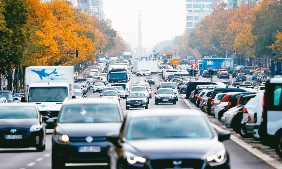 歐盟成員國達成減排協議,2030年新款小客車碳排量須減少37%。 路透