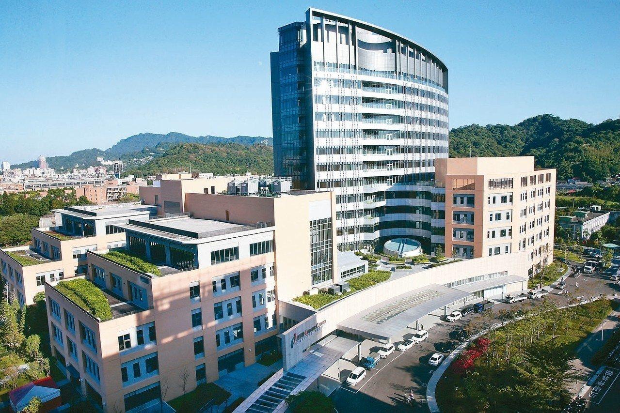 台大醫學院癌醫中心明起試營運。 記者蘇健忠/攝影