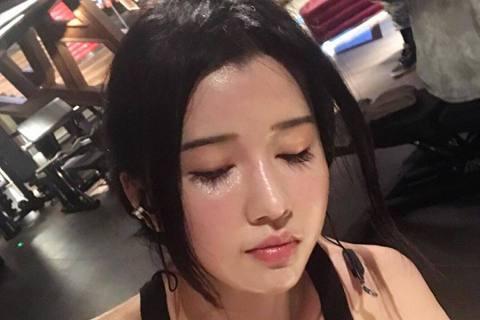 By2中的妹妹Yumi日前在IG透露,去按摩時竟然遇到色狼,結果忍了兩天,她最後還決定去報警,不少網友都留言支持她。Yumi 16日時就在IG發文寫道:「哎 好不容易可以去放鬆按摩 偏偏就讓我遇到色...