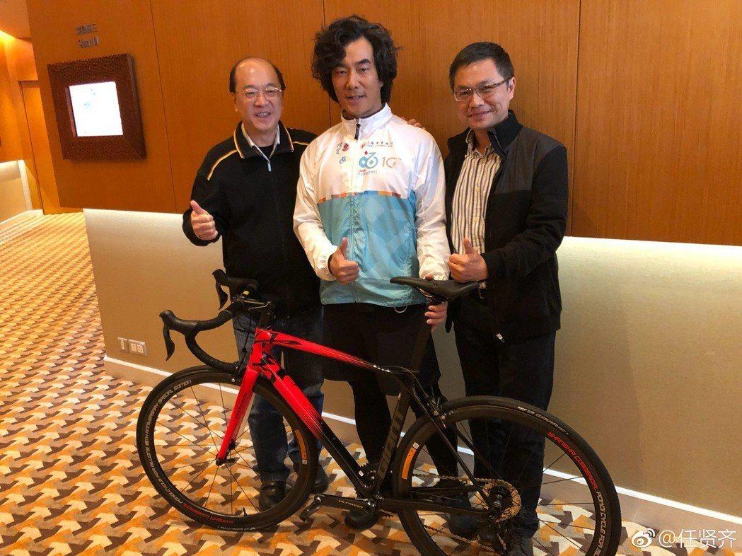 任賢齊18日在香港出席活動,透露如今已瘦了17公斤。圖/擷自weibo。