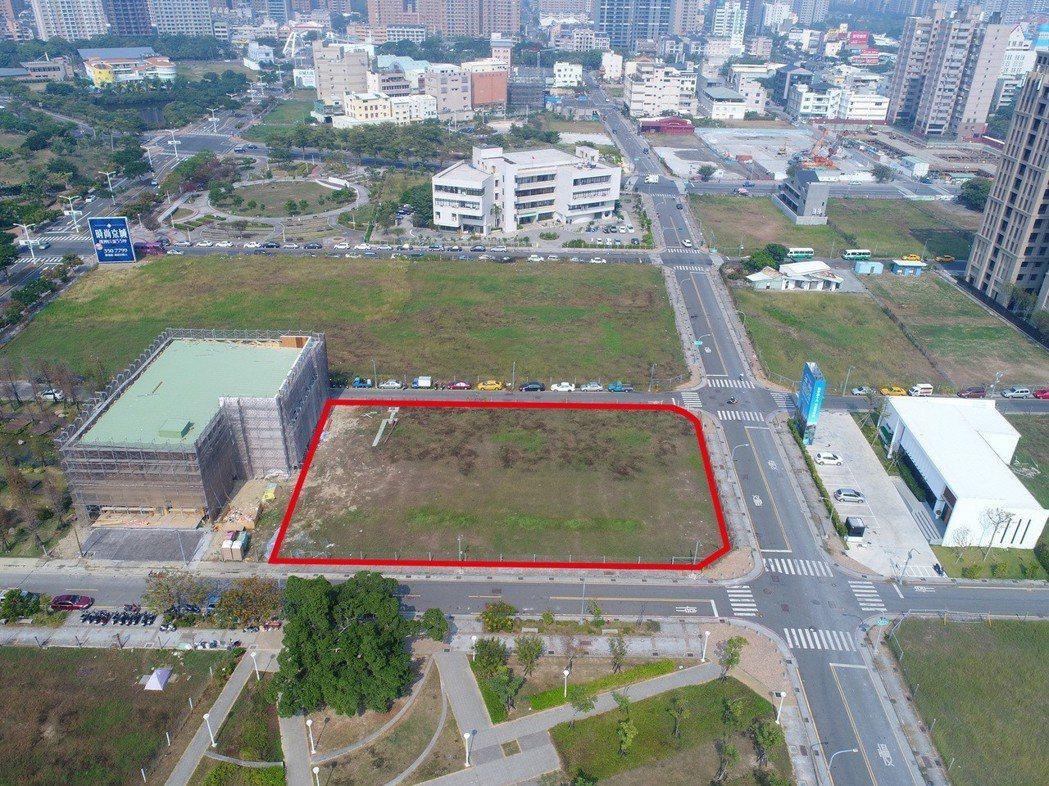 慶旺建設以每坪90.6萬元標得中都新都段824坪土地(紅線框區域)。 圖片提供/...