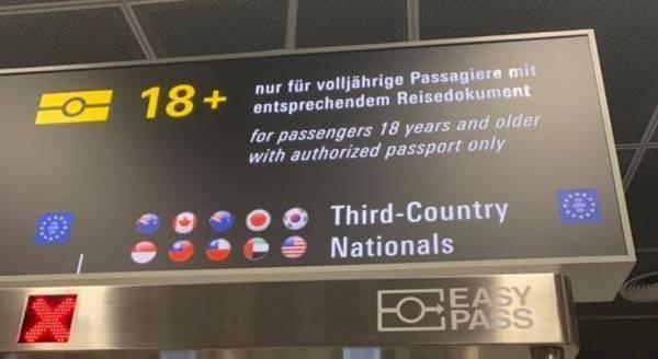 法蘭克福機場准許台灣護照快速通關。圖/翻攝自爆廢公社