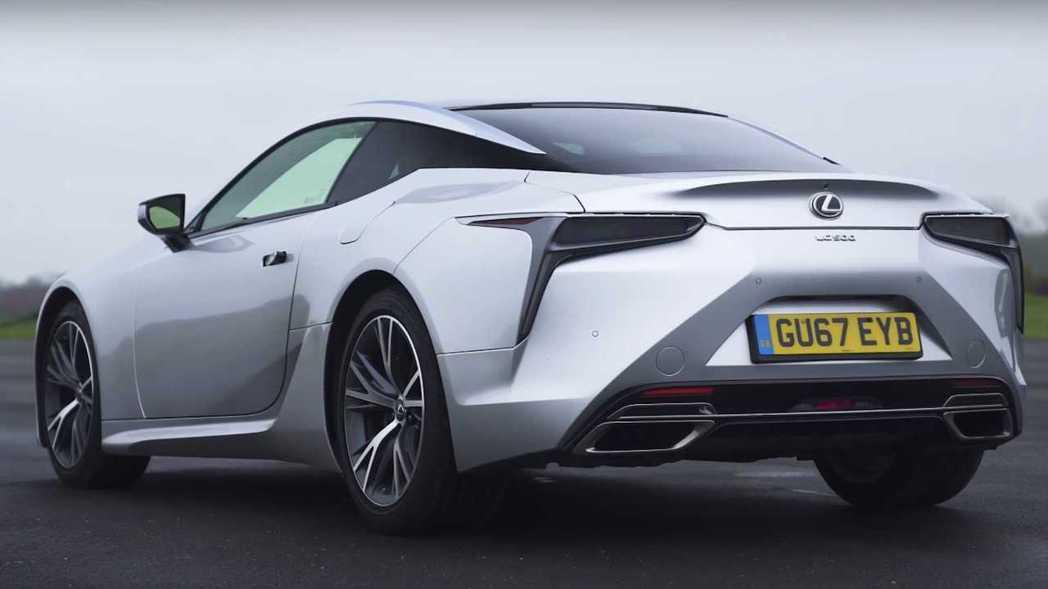 LC500是Lexus新世代決美身形的GT跑車。 擷取自carwow影片