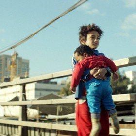 《我想有個家》讓貧民窟男孩翻轉真實人生 甚至讓聯合國出面協助移民!
