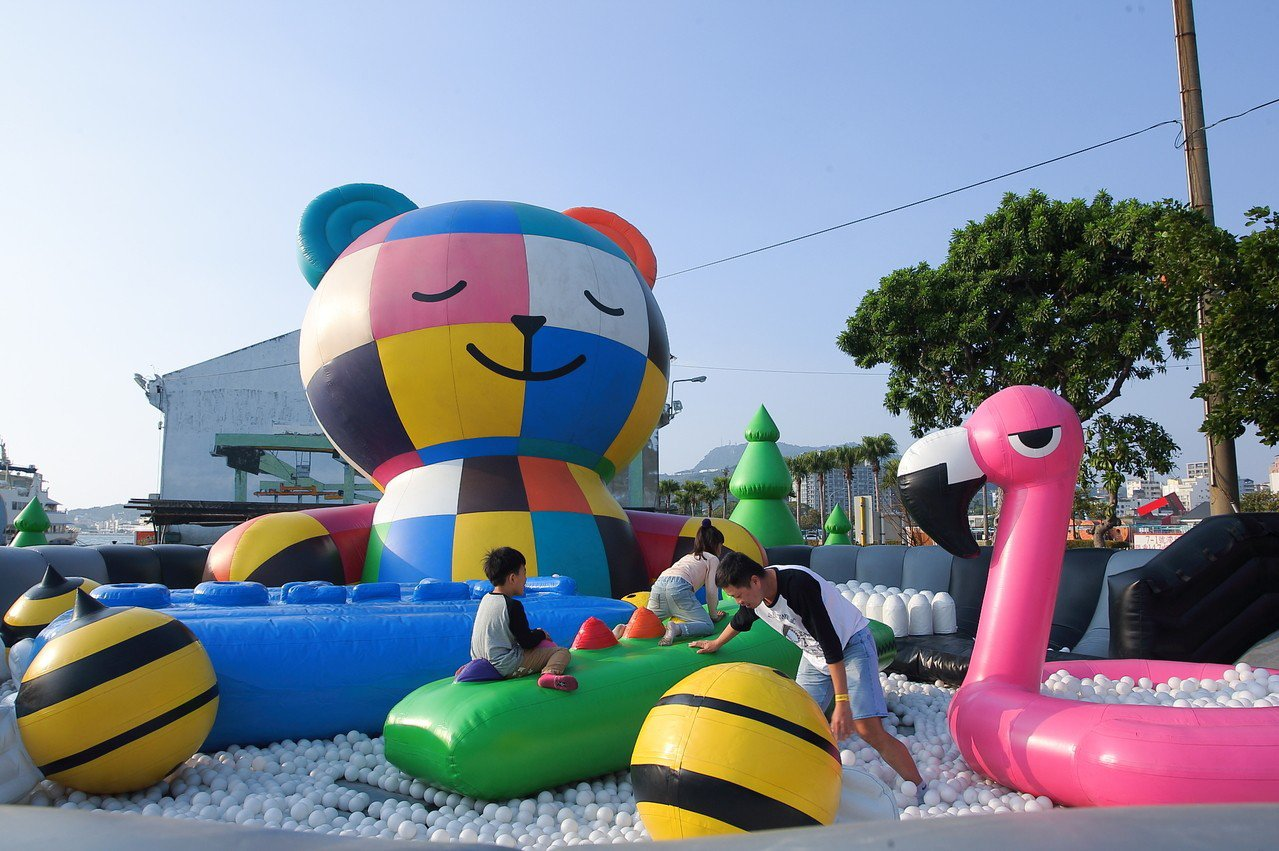 泡泡熊浴內設有氣墊球池,很受大小朋友歡迎。記者陳睿中/攝影
