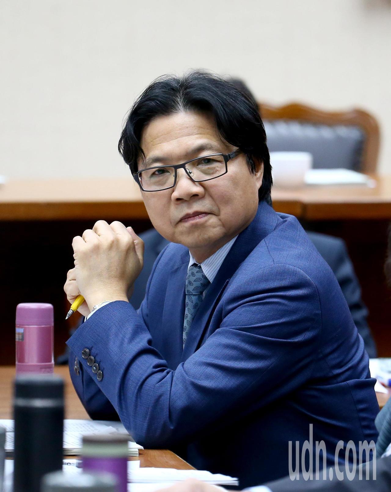 教育部長葉俊榮上午出席立法院教育委員會,面對媒體詢問管案,他低調不願多談。記者陳...