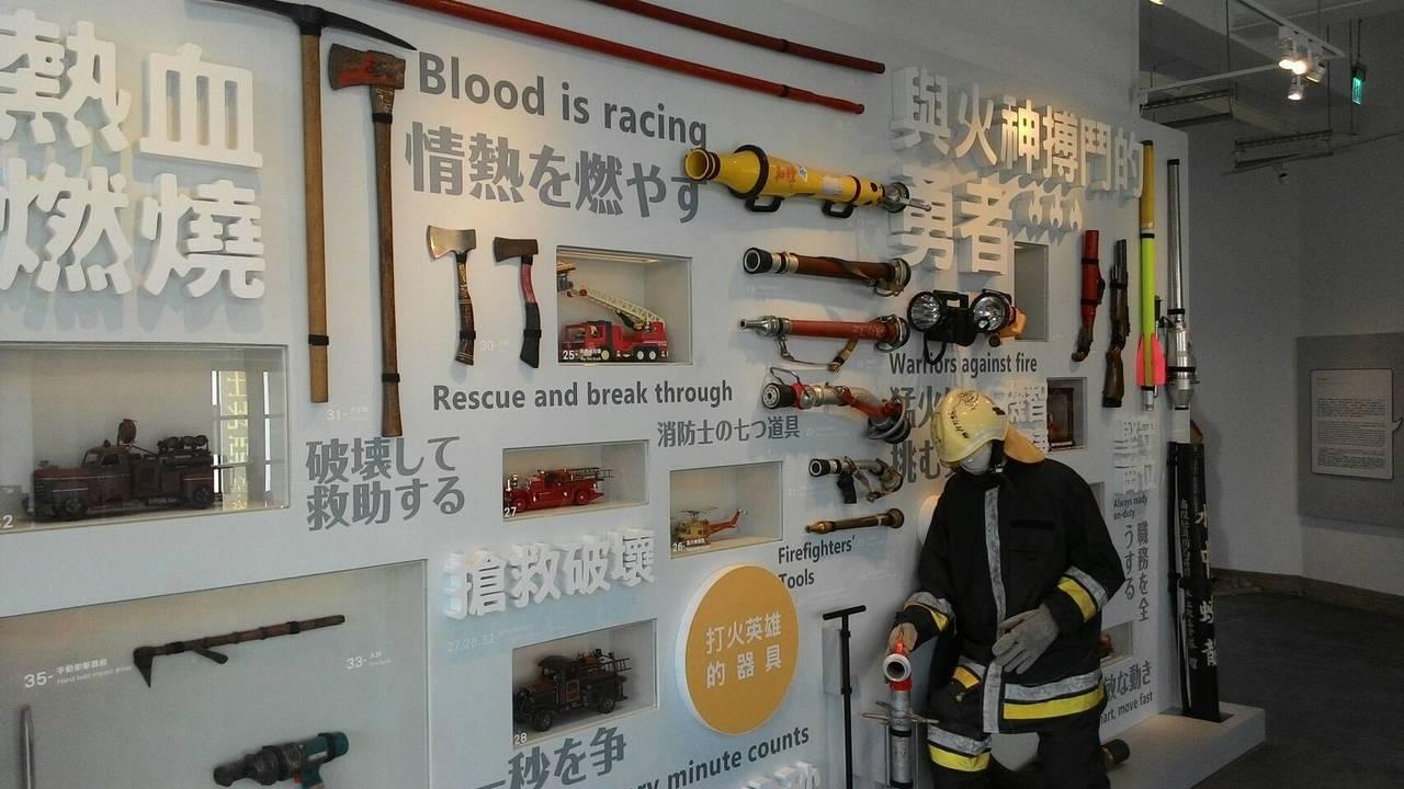 台南消防史料館展出各式消防滅火器材。記者黃宣翰/攝影
