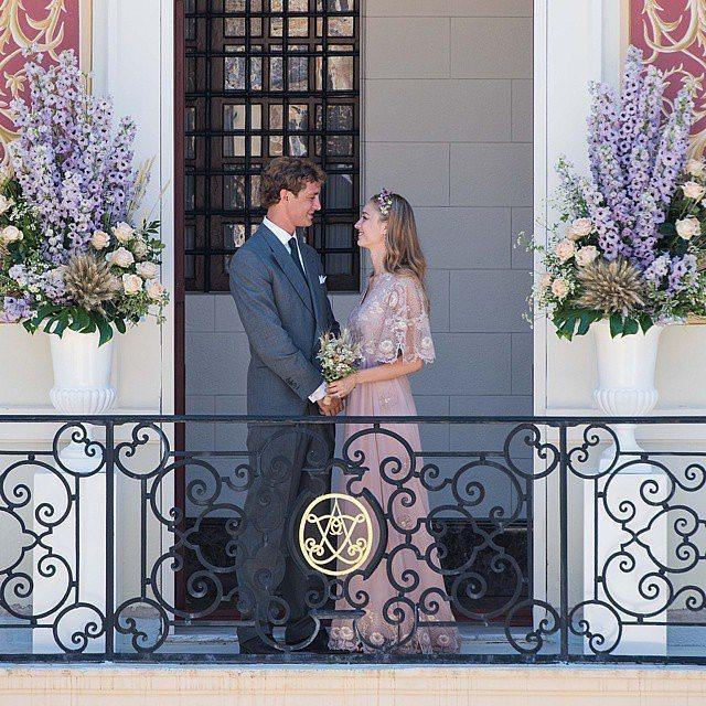 比阿特麗斯博羅梅奧,當年嫁給摩納哥王子皮埃爾卡西拉奇時,穿的是Valentino...