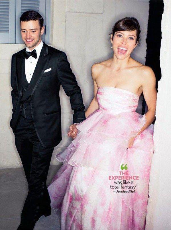 潔西卡貝兒當年也是穿上Giambattista Valli的粉紅色婚紗嫁給了賈斯...