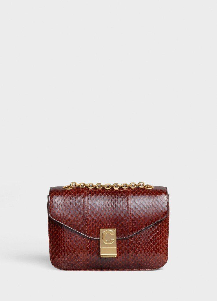 棕色水蛇皮中型鍊帶C Bag,售價11萬元。圖/CELINE BY HEDI S...