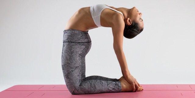 Liforme瑜珈墊上的「高科技智能微雕有感記號點」為其標誌性特色,可協助姿勢正...