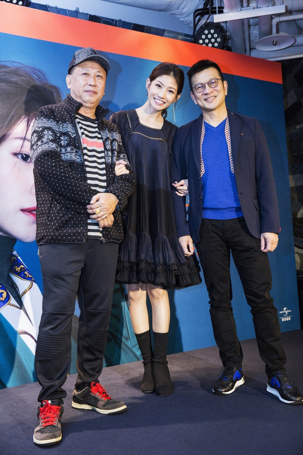 李千那和恩師陳子鴻(右)、爸爸。圖/樂是達提供