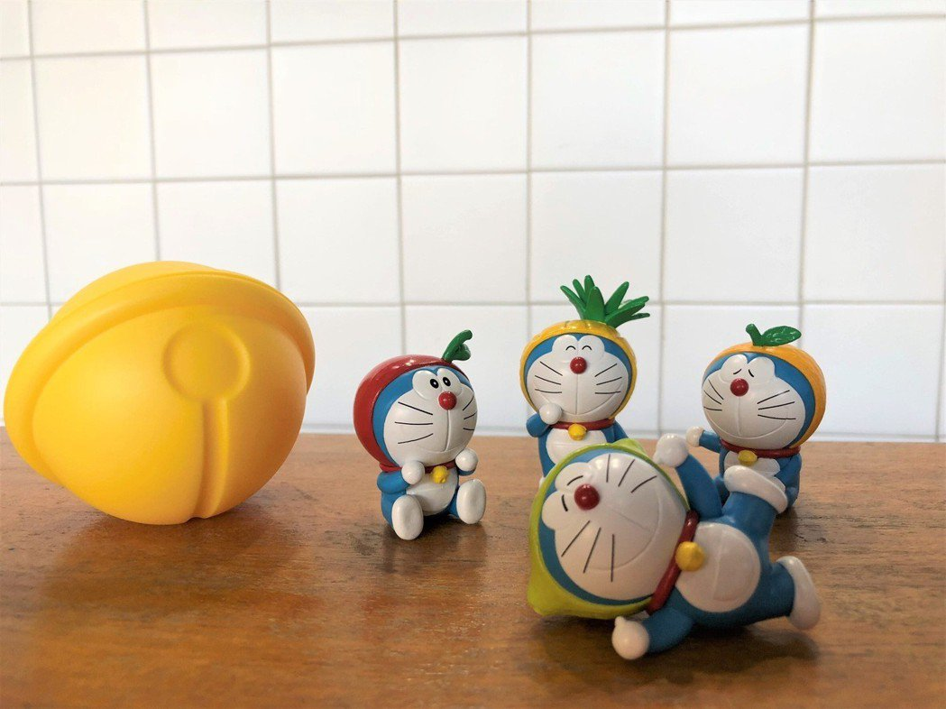 一芳水果茶每週將推出1款哆啦A夢週邊商品,共8款獨家設計商品,包括環保提袋、時光...