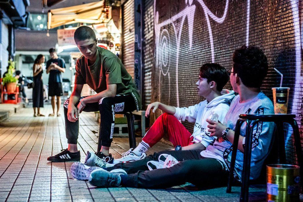 潘親御(左起)、林暉閔、王博豐飾演邊緣少年。圖/公視提供
