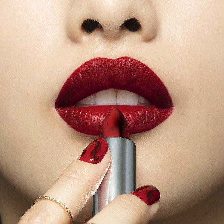 MAYBELLINE媚比琳耀火紅心唇膏#01維納斯之吻擁有層次分明的黑紅大理石紋...