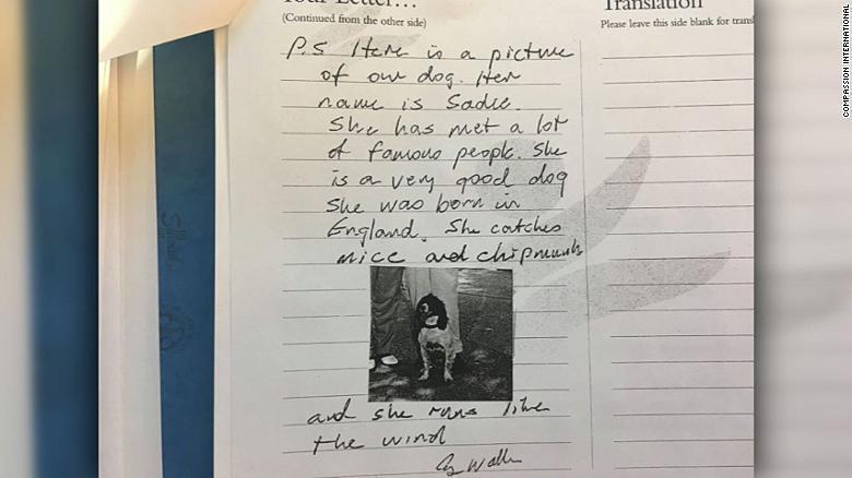 老布希在信中附上愛犬照片。 圖/翻攝美國有線電視新聞網