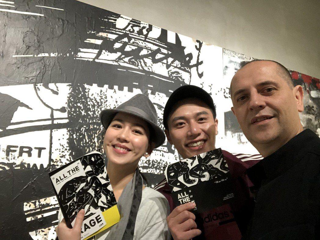 張家慧(左起)和張睿家看展巧遇法國藝術家WK Interact本人。圖/周子娛樂