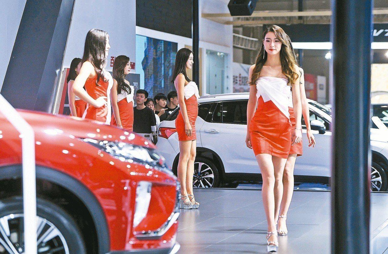中國大陸今年汽車銷量增長率為負,跌幅可能擴大至3%。 中新社