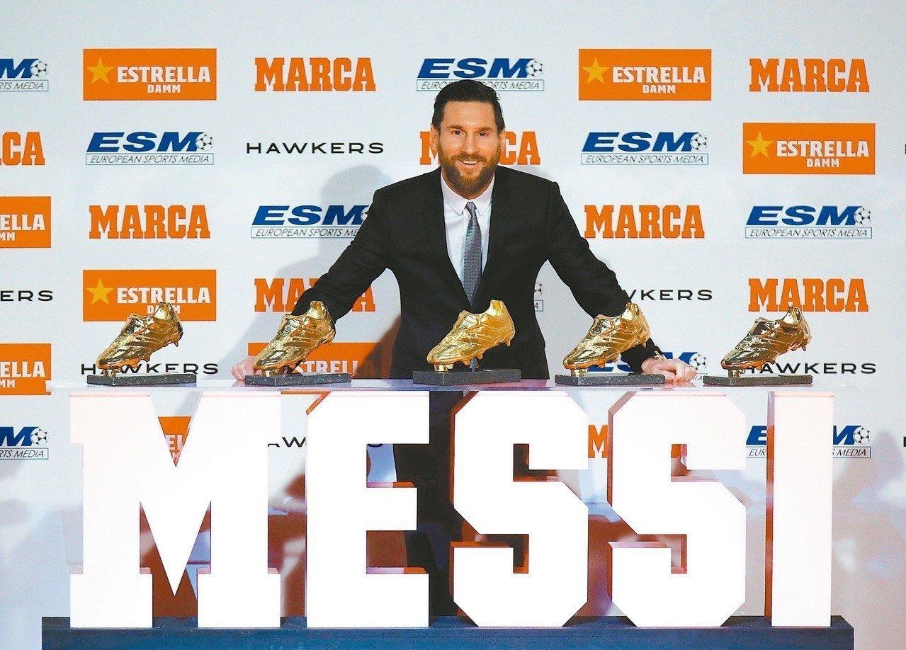 梅西收下生涯第五座歐洲金靴獎。 (法新社)
