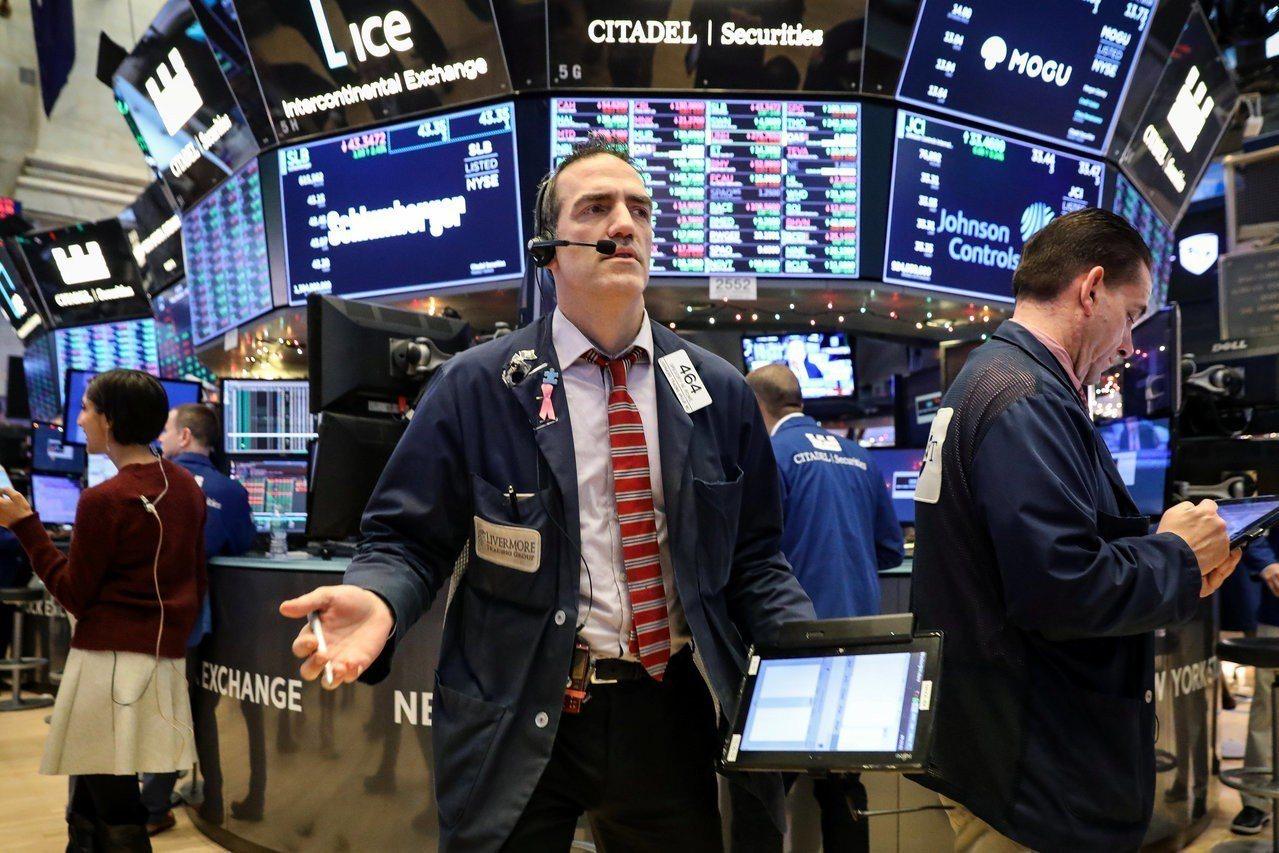 美銀美林調查顯示,投資人對市場看空情緒升到接近極致,增持債券規模創新高。 (路透...