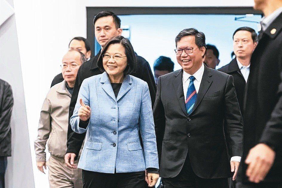 蔡英文總統(前左)18日與桃園市長鄭文燦(前右)會面,進行市政座談。 圖/聯合報...