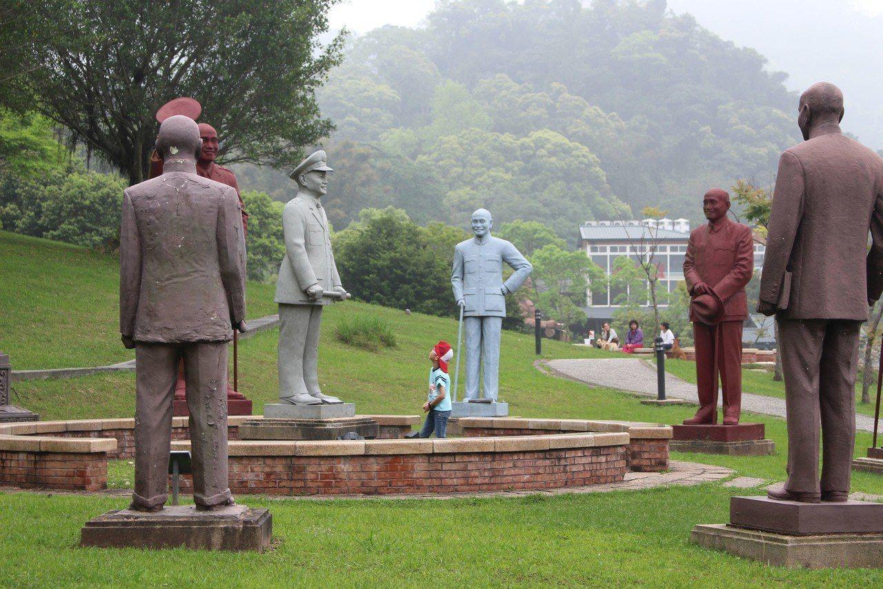 桃園市長鄭文燦處理蔣中正銅像作法,獲得各方好感。 圖/聯合報系資料照片