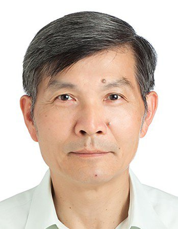 我駐日本大阪辦事處前處長蘇啟誠在日本關西機場因燕子颱風受創,國人指責滯留機場駐日...