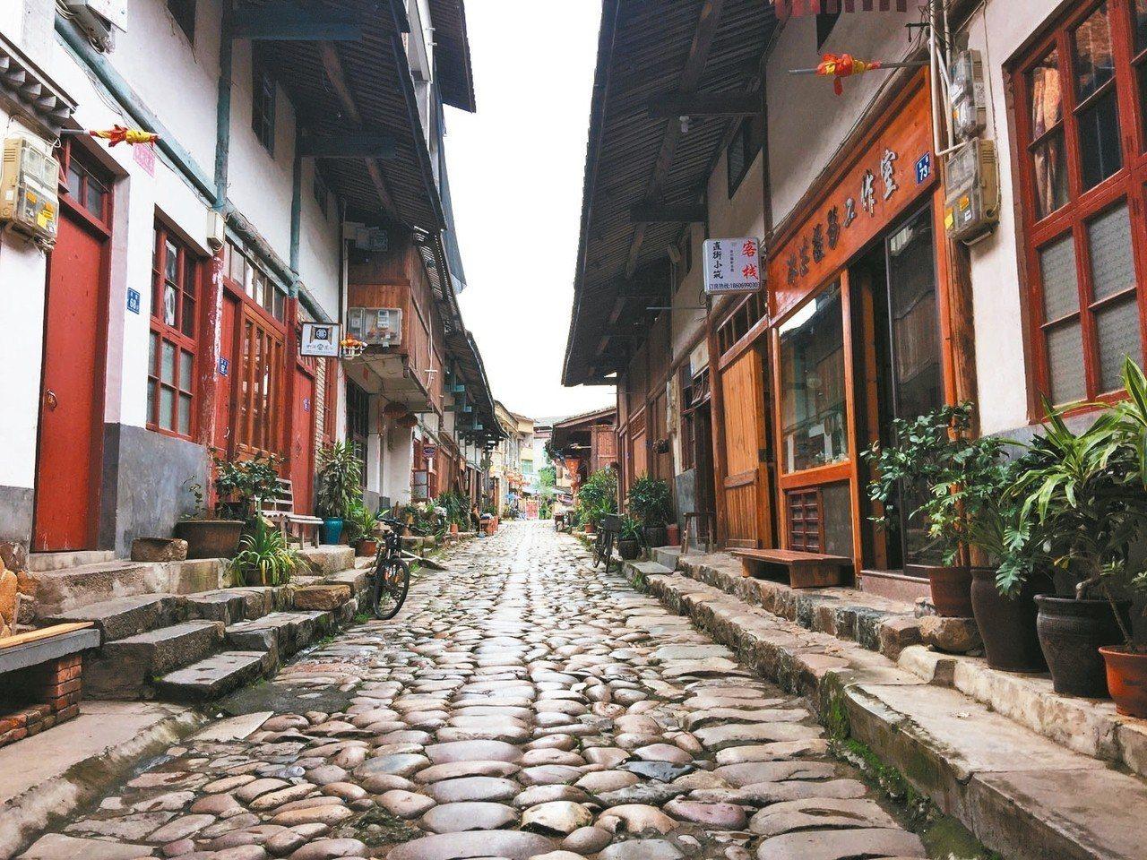古鎮的古商業街。 記者汪莉絹/攝影