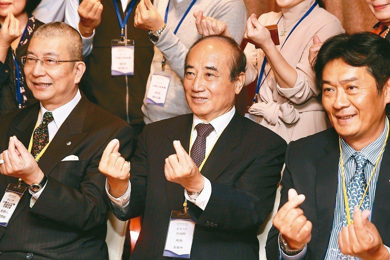 立法院前院長王金平(中)上午出席「幸福經濟共好共榮 標竿企業」論壇。 記者林伯東...