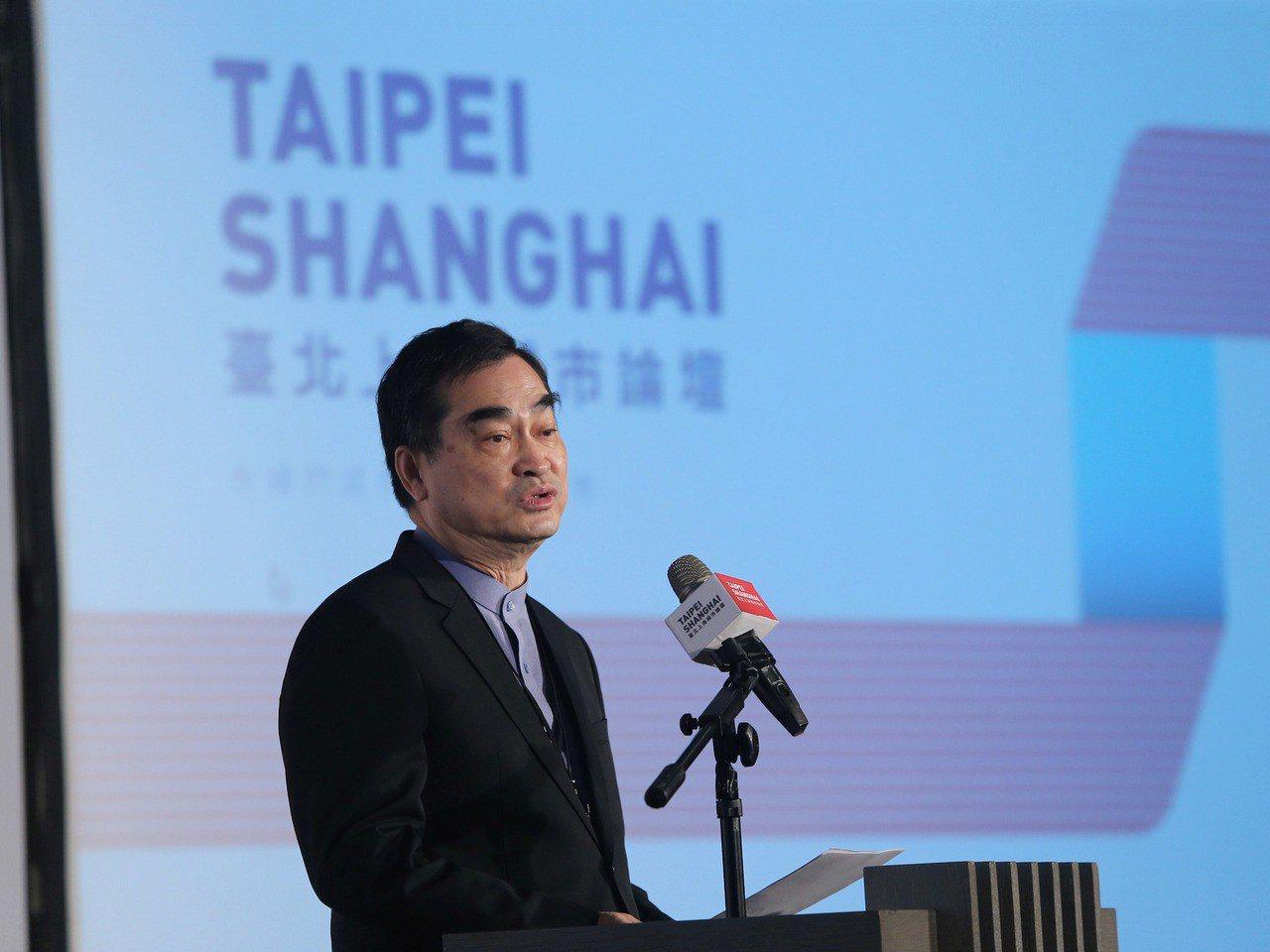 台北上海雙城論壇20日在晶華酒店登場,台北市副市長鄧家基(圖)出席,為開幕致詞。...