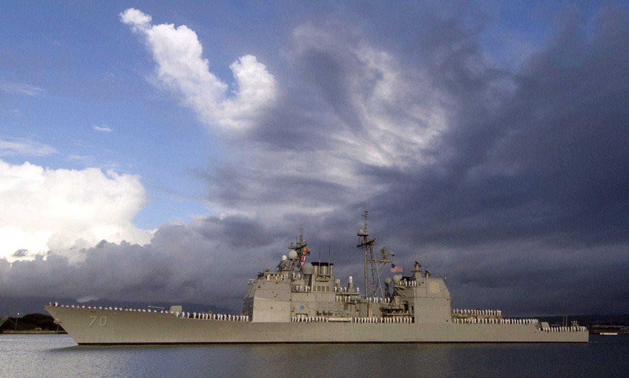 圖為日前美軍驅逐艦狄卡特號在南海差點與共軍驅逐艦蘭州號擦撞。 歐新社