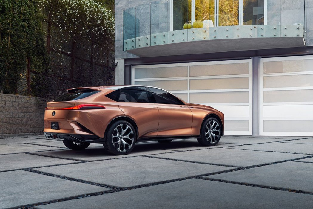 Lexus LF-1 Limitless Concept不僅被傳是未來可能量產的全新休旅LQ,甚至被認定是UX300e的雛型。 摘自Lexus