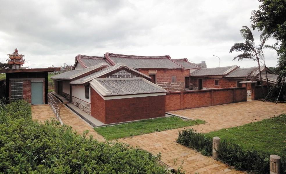 登錄歷史建築的淡海新市鎮「公司田溪程氏古厝」。 圖/新北市文化局提供